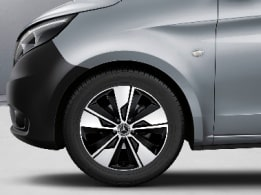 Marco Polo ACTIVITY, 45.7-cm (18-inch) 10-twin-spoke light-alloy wheels, painted in black with high-sheen finish, brilliant silver