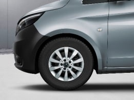 Vito Mixto, 40.6-cm (16-inch) 10-spoke light-alloy wheels, painted in vanadium silver